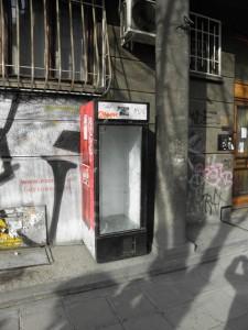 Витрина на кока-кола в София